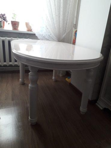 Продаю белоснежный стол в Бишкек