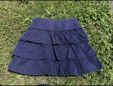 Zara suknjici na karnere, teget boje. Naznacena je velicina xs, mada