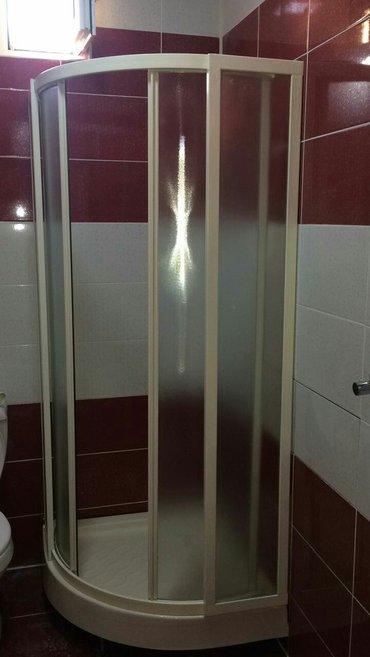 Bakı şəhərində Künc duş kabini. 15 əd var. Kənarlari 80 sm  ortası 90 sm  ela vəziyyə