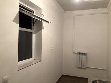 долгосрочно в Кыргызстан: Сдаю комнату с прихожкой. Ремонт новый,есть холодная вода в доме.Район