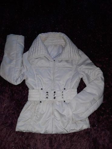 Bela jakna.Bez ikakvog oštećenja.Kupljena u Passage.Jako kratko - Belgrade