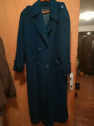 Majca 5 - Srbija: Ženski kaput prvi maj Pirot proizvodnja. na trećoj slici se vidi sitn