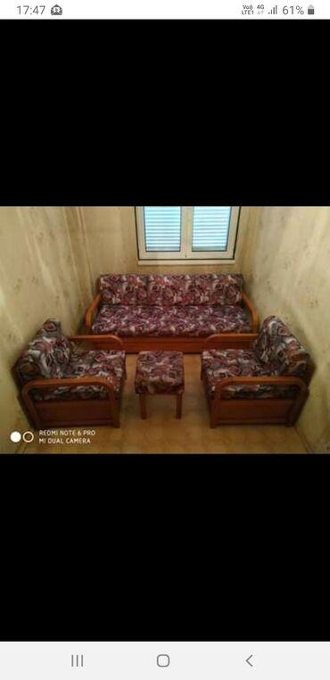 Σετ καναπές με 2 πολυθρόνες και ένα σκαμπό   Όλα τα τεμάχια περιέχουν