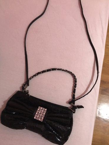 Torba sirina cm - Srbija: Manja torbica sa masnom i cirkonima, ima i dugacak kais koji moze sa