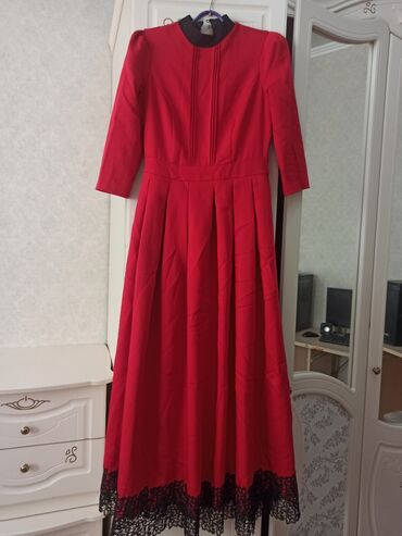 Отличное платье в идеальном состоянии, качество отличное,с карманами,с