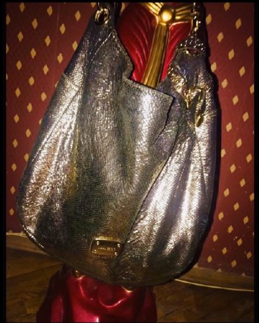 Çantalar Bakıda: Canta temiz natural piton (ilan)derisidir,ozumundur,5-6 defe