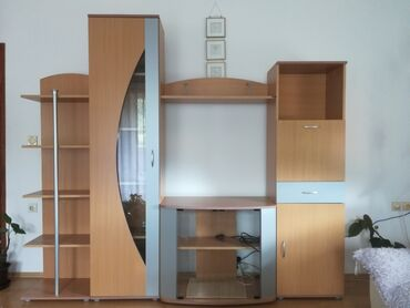 Ostalo za kuću   Novi Pazar: Na prodaju komoda za TV i ostali delovi. U odličnom stanju,ocuvana