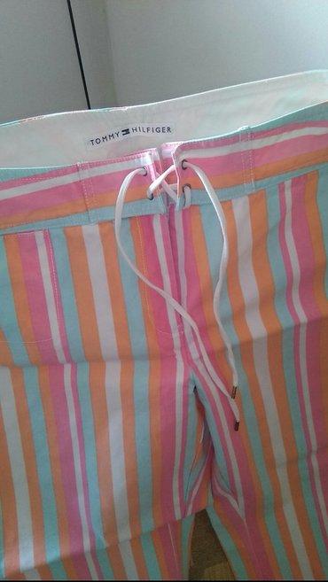 Letnje pantalone na strafte pastelnih boja orginal Tomy Hilfinger malo - Loznica
