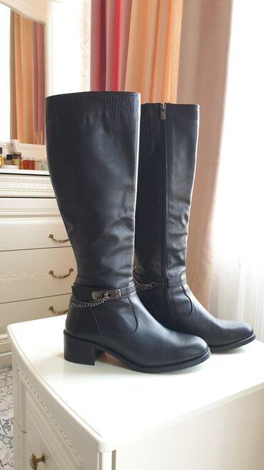 купить бус сапог в бишкеке в Кыргызстан: Кожанные сапоги на низком каблуке.39 й размер