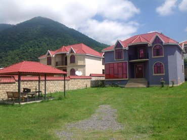 Qəbələ şəhərində Qebelede Qafqaz karvansaray hotele 1500 m mesafede 4 yataq, 2 qonaq