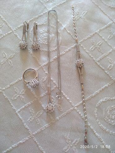 Gümüş dəst. 1 dədə istifadə olunub. 150 manata alınıb, 100 manata