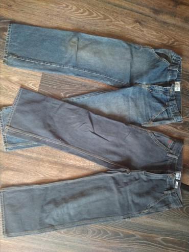Джинсы. практически не носили. на 10-11 лет. плотная джинса. По 300