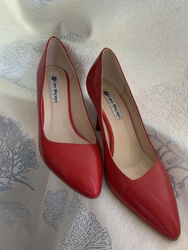 Продаю туфли. Размер 35-36. В идеальном состоянии. Красного цвета, каб