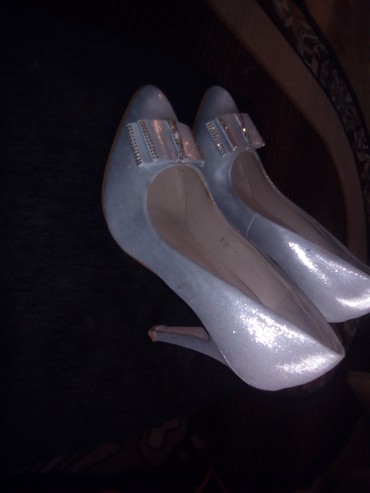Ženska obuća   Varvarin: Cipele broj 40 jednom nosene