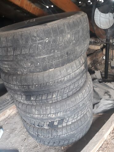 шины 205 55 r16 в Кыргызстан: ПРОДАЮ зимние шины Комплект 4штРазмер 205/55/R16BridgestoneСостояние