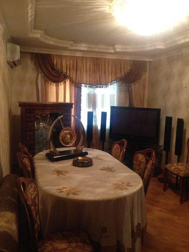 Bakı şəhərində Tecili 4 otaqli kupcali bina ev satilir.