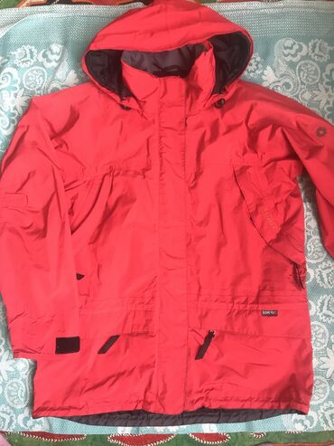 Куртка красная осень -весна размер 48-52.состояние отличное