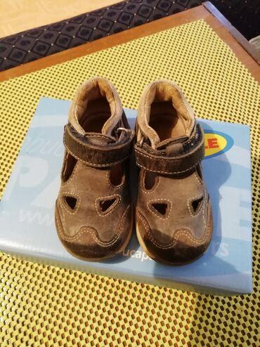Dečije Cipele i Čizme - Velika Plana: Broj 19 oba para. Sandale marke ciciban, cipele marke PAVLE. Oba para
