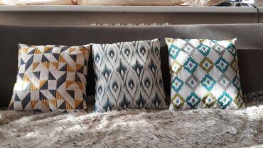 bmw 1 серия 118d at в Кыргызстан: Декоративные подушки Mia Home. Чехлы съемные. Размер 40 см×40 см. Б/у