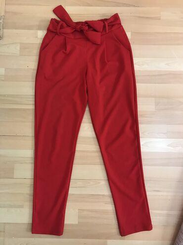 Nove, crvene pantalone, L velicina