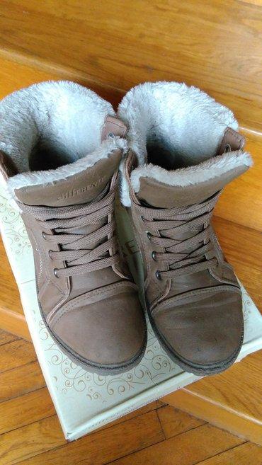 Differente zenske poluduboke cizme. Postavljene i tople. Za zimu - Zrenjanin