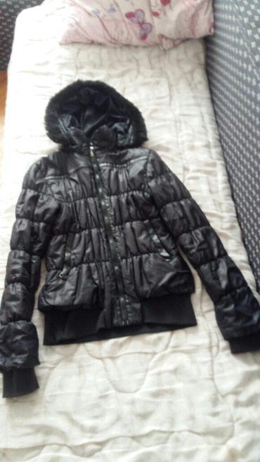 Zimske-jakne - Srbija: 500 rangova jakna zimska sa malim ostecenje vidi se na poslednjoj sl