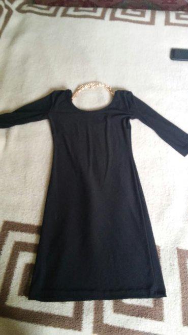 Rastegljiva crna haljinica, koja ima na ledjima ti lancica, veoma - Beograd