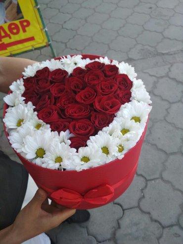 Розы и Хризантемы в шляпной коробке  в Бишкек