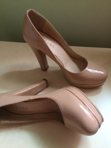 замшевые туфли бежевого цвета в Кыргызстан: Абсолютно новые туфли, очень удобные,размер 37,цвет бежевый