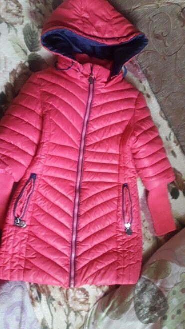 Пальто дэми на девочку,б/У состояние идеальное,на возраст 5- 7 лет