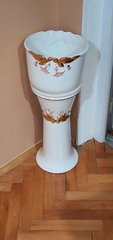 Kućni dekor - Sabac: Stub sa saksijom porcelan