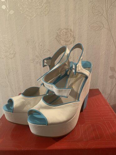 Срочно продаю !! абсолютно новые !!!  платформа/туфли