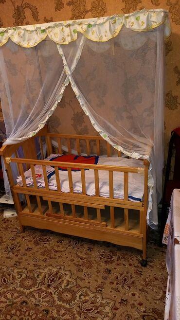 Детские кроватки в рассрочку - Кыргызстан: Продаю детскую кровать в отличном состоянии есть матрас+ балдахин с д