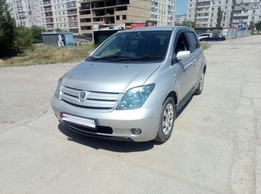 Toyota ist 2003 in Бишкек