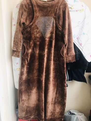 платья свободного кроя для полных в Кыргызстан: Очень тёплое платье  Размер 46 маломерка подойдёт с,м, l  Прошу 800  П