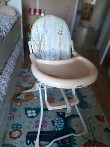 Stolice za hranjenje - Srbija: Stolica za hranjenje dobro ocuvana, jedino sto je na jednom mestu