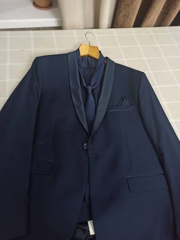 Продаю костюм,одевали один раз,брали за 6500