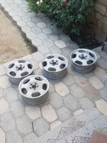 diski bmw 32 stil в Азербайджан: Diski mersedes avanqard yaxsi veziyetdedir krasqaya ehtiyacı var