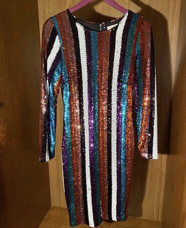 Dizajnerska svecana haljina. Velicina M Placena 150 evra
