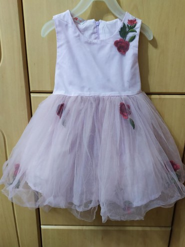 Нарядное платье на девочку,на рост 110 см примерно 2,5-3 года