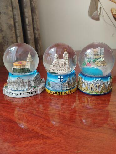 Сувенирные шарики из городов: Барселона, Марсель, Рим
