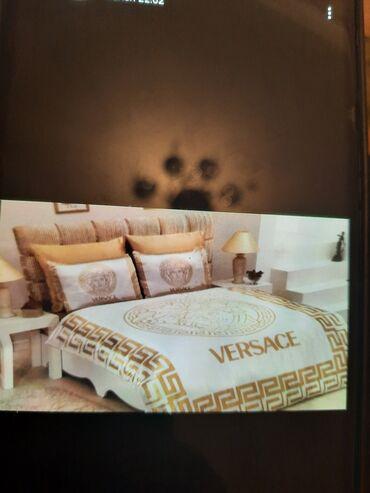 Versace pastel. 4yastiq uzu var. 2si 50×70,2isi 70×70. Islenmeyib. Oz