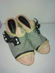 Dzemper na kopcanje - Backa Topola: Papuče na punu petu (platformu) broj 39Papuče su nošene 7 dana na
