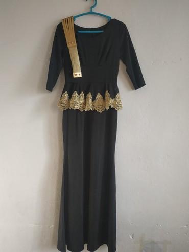 платье в пол лето в Кыргызстан: Продаю платье в пол, чёрное хорошо сидит по фегуре, идеально подходит