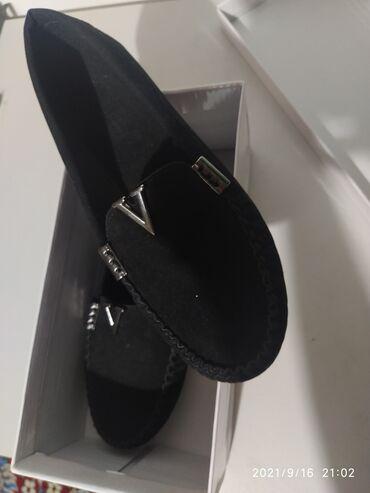 10561 объявлений: Продаю обувь новую, Турция. Размер 36, замша. Покупала за 2000, отдам