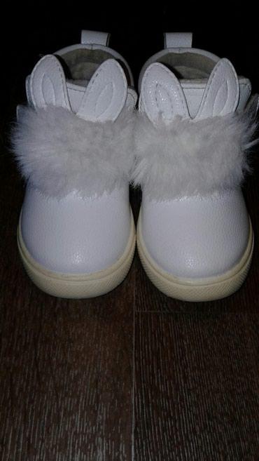 белые ботинки в Кыргызстан: Продаю ботинки весна-осень б/у. Размер 22. По подошве 15.5см. Цена 300