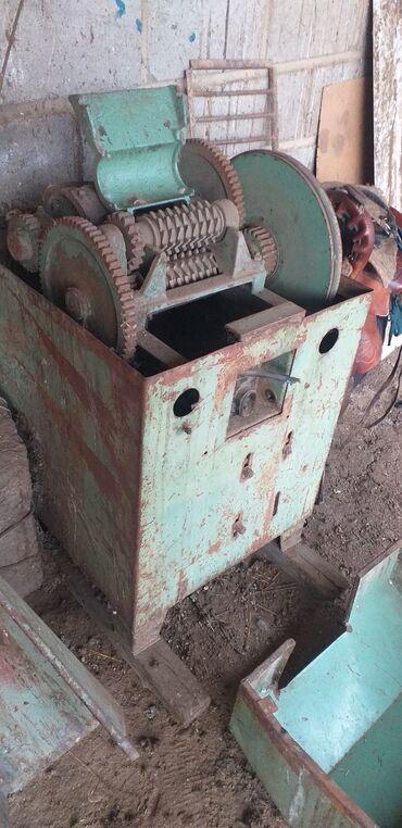 мойка для кафе бу в Кыргызстан: Ассалому алекум ушул Дробилка суу матор сатылат суу матор бензин менен