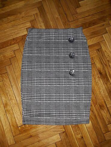 Nova suknja, uska skroz, rastegljiva. Odlicno stoji. Naznacena S