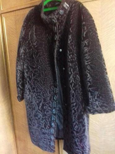 жен пальто в Кыргызстан: Пальто Жене искуст каракул 50 раз бу сост отлич корич 3000 с