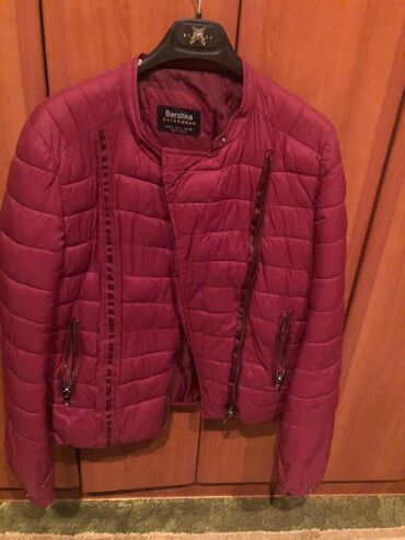 Bez cipele - Srbija: Bershka bordo jakna vel L 2000 din Orsay siva jakna vel L 2000 din Bez